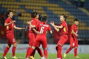 Đội tuyển nữ Việt Nam trút cơn mưa bàn thắng vào lưới đội Singapore