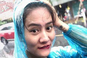 Cô gái selfie giữa trời mưa sau đợt nóng kéo dài được tìm thấy