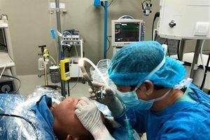 Gắp thành công con đỉa ra khỏi cổ họng bệnh nhân