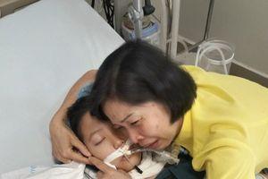 Đã xác định hai bệnh nhi nhận giác mạc của bé Vân Nhi