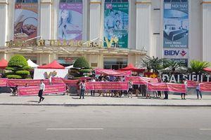 Chủ đầu tư Hòa Bình Green City: đề nghị cư dân cứ căng biểu ngữ, cứ 'biểu tình'!