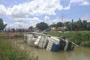 Bình Dương: Xe tải 'đại náo', 4 người thương vong