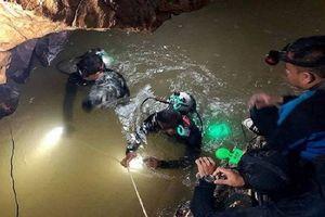 Đội bóng Thái Lan 'chưa sẵn sàng' lặn khỏi hang, nỗ lực cứu hộ vẫn bế tắc