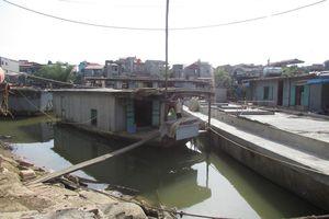 Làng chài di động trên sông Cầu