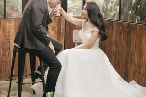 Nhà văn Gào đã là mẹ 3 con mới lần đầu làm cô dâu mặc váy cưới