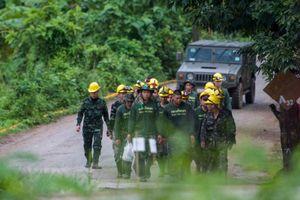 Giải cứu đội bóng Thái: Ai trong 9 người còn lại được cứu trước?