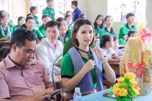 Á hậu Diễm Trinh đồng hành cùng Chiến dịch 'Mùa hè xanh' trên quê hương Cà Mau