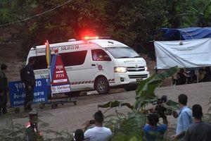 Ngày đầu tiên giải cứu đội bóng Thái Lan: 4 thành viên được đưa ra ngoài hang an toàn