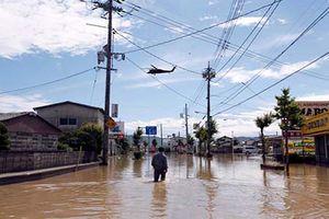 Loạt ảnh hãi hùng trận mưa lũ lịch sử tàn phá Nhật Bản