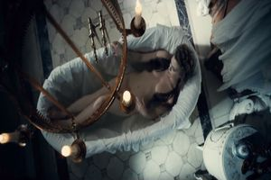 Mỹ nhân Nga vô tư 'khoe thân' trong trailer 'Hoa của quỷ'