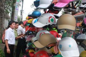 Phát hiện nhiều mẫu mũ bảo hiểm, xăng dầu không đạt tiêu chuẩn chất lượng