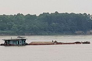 Cát tặc vẫn hoạt động công khai, thách thức chính quyền Hà Nội