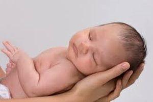 Mẹo đơn giản tránh bị trao nhầm con khi sinh ở bệnh viện