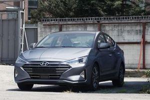 Lộ diện hình ảnh Hyundai Elantra 2019 trước ngày ra mắt