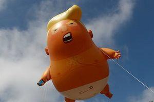 Biểu tình và bong bóng đón Trump trong chuyến công du Anh