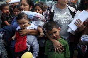 Mỹ cho đoàn tụ gia đình nhập cư