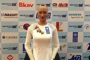 Robot Sophia nói gì về CMCN 4.0 ở Việt Nam?
