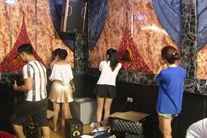 Nhóm thanh niên thuê gần chục phòng trong nhà nghỉ để 'đập đá'