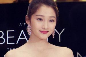 Nhan sắc bạn gái Luhan vẫn nổi bật dù không cần chỉnh sửa