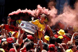 Hàng nghìn cổ động viên Bỉ đổ ra đường đón đội tuyển quốc gia về nước