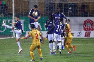 Bị dẫn 3 bàn, Hà Nội FC cầm hòa Nam Định với kịch bản 'không tưởng'