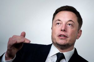 Elon Musk công kích thợ lặn giải cứu đội bóng Thái