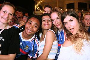 Người Pháp ở Sài Gòn ăn mừng tưng bừng chức vô địch World Cup