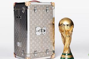Mãn nhãn vali Louis Vuitton ôm trọn cúp vàng World Cup 2018