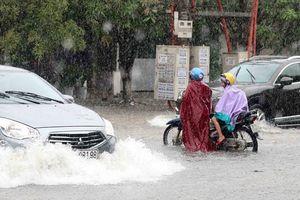 Hà Tĩnh 'chới với' trong biển nước do mưa lớn