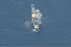 Mỹ diễn tập đánh chìm chiến hạm trước mặt tàu do thám Trung Quốc
