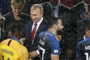 Tiết lộ bất ngờ về kẻ 'cầm nhầm' HCV World Cup của ĐT Pháp