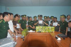 BĐBP Hà Tĩnh bắt vụ vận chuyển 52 bánh heroin và 25kg ma túy tổng hợp