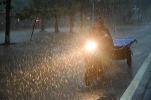 Bão số 3 - Sơn Tinh tan trên đất liền, mưa lớn nhiều nơi