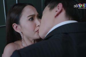 'Mất máu' với cảnh James Jirayu cưỡng hôn Taew Natapohn trong thang máy