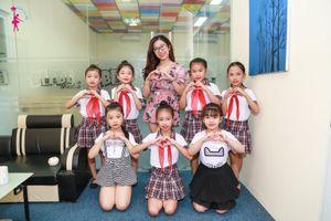Cô giáo trẻ đam mê nghề dạy múa tại 'Câu lạc bộ Nghệ thuật Ngôi sao nhỏ'