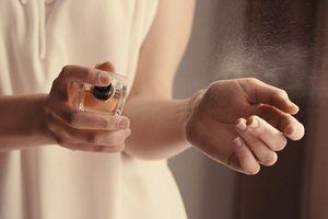 Mẹ dùng nước hoa và đồ nhựa có ảnh hưởng tới thai nhi?