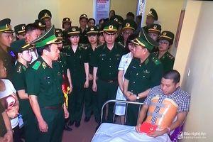 Trao tặng huy hiệu 'Tuổi trẻ dũng cảm' cho Đại úy Nguyễn Đình Tài