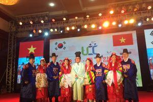 Giúp cô dâu Việt ở Hàn Quốc giao lưu trực tuyến với gia đình