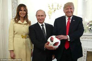 Chuyện gì đã xảy ra với trái bóng Tổng thống Nga tặng ông Trump?