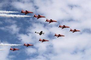 Dàn phi cơ hiện đại biểu diễn ở triển lãm hàng không Farnborough