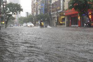 Đường phố Hải Phòng cũng biến thành sông