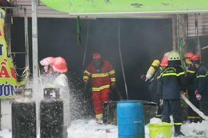 Hà Nội: Cháy quán nhậu trong mưa, nữ nhân viên 16 tuổi tử vong