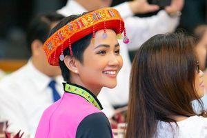 Hoa hậu H'hen Niê truyền cảm hứng cho nữ sinh dân tộc thiểu số