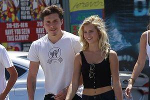 Cậu cả nhà David Beckham ăn chung kem thân thiết với cô gái lạ