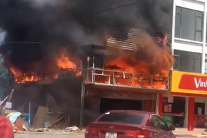 Cháy lớn tại quán bia sắp khai trương ở Hà Nội