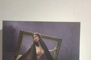 Thấy gì ở triển lãm ảnh nude đầu tiên?