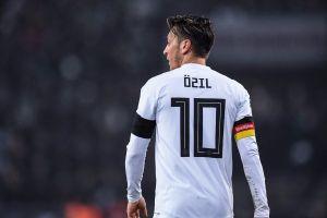 Không có Mesut Oezil, bóng đá Đức không thể bước ra khỏi bóng tối