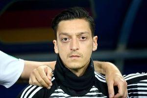 Từ giã ĐTQG Đức, Mesut Ozil bị chê là 'đồ bỏ đi'