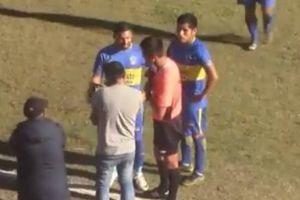 Trọng tài Peru dùng VAR theo cách 'bình dân'