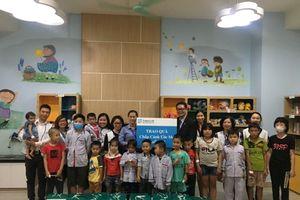 Fubon Life tặng quà cho các bệnh nhi tại Việt Huyết học truyền máu Trung ương